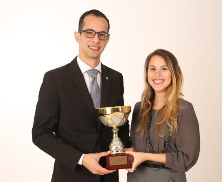 Jóvenes mercadólogos del Banco Popular reciben Copa Young Marketers