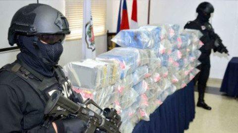 DNCDN decomisa paquetes de presunta droga en Santo Domingo Oeste