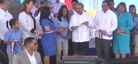 Presidente Medina inaugura escuelas en Santiago; asegura hospitales intervenidos estarán listos el próximo año