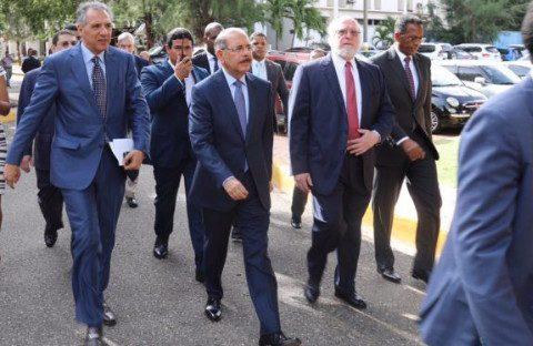 Presidente Medina pide presupuesto para remodelación Plaza de la Cultura