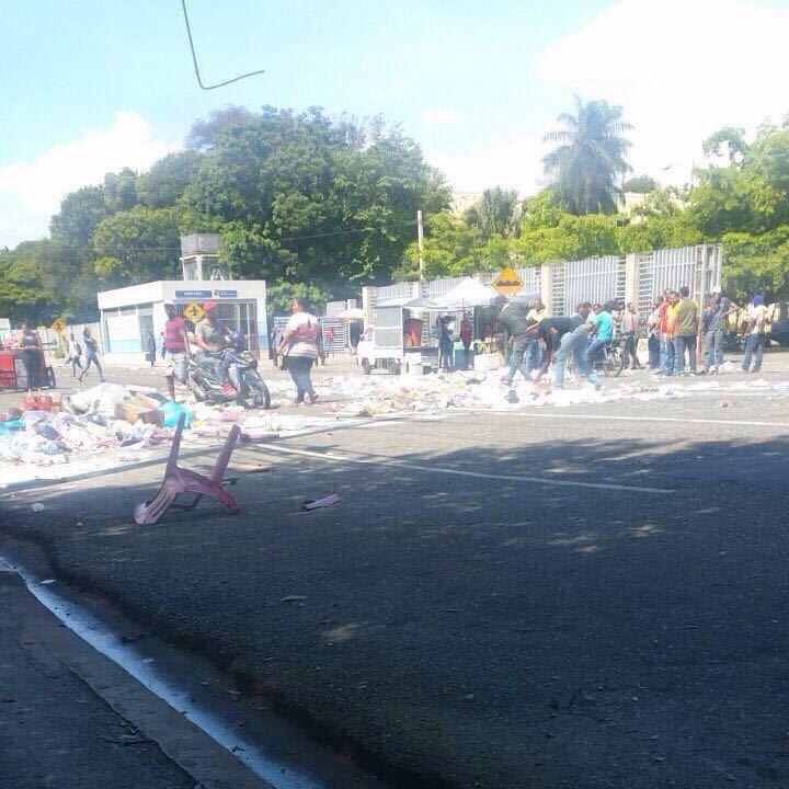 Encubiertos provocan disturbios en la UASD y arrojan desperdicios