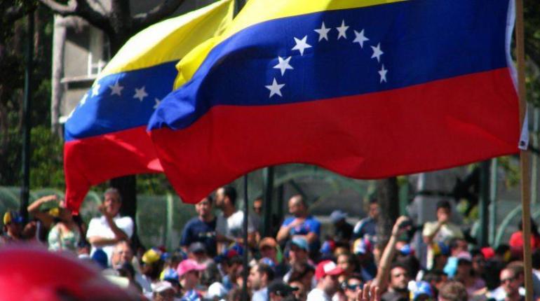 Venezolanos realizan cadena de oración mundial por diálogo Gobierno y oposición en RD