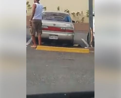 CDN 37 Publicado por Yuris Paniagua · 39 min · Video muestra a hombre robar partes de un vehículo en parqueo