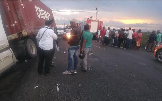 Resultado de imagen para Al menos 2 muertos y 12 heridos durante choque de un autobús con una patana