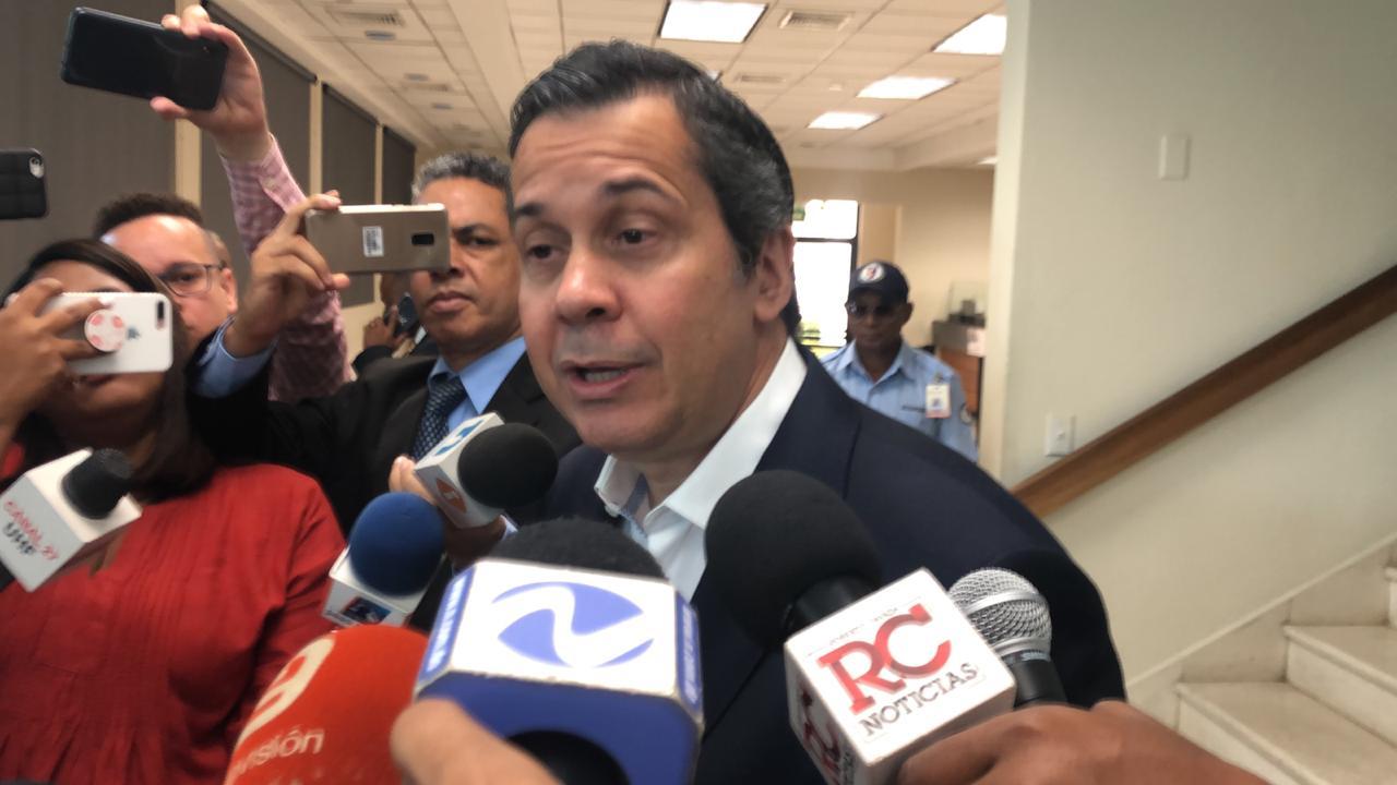 Delegado político del PRM ante JCE, Orlando Jorge Mera se dirige a la prensa.