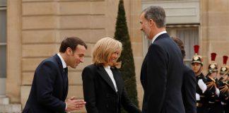 Presidente de Francia y su esposa durante encuentro con reyes de España en la sede de la Presidencia francesa