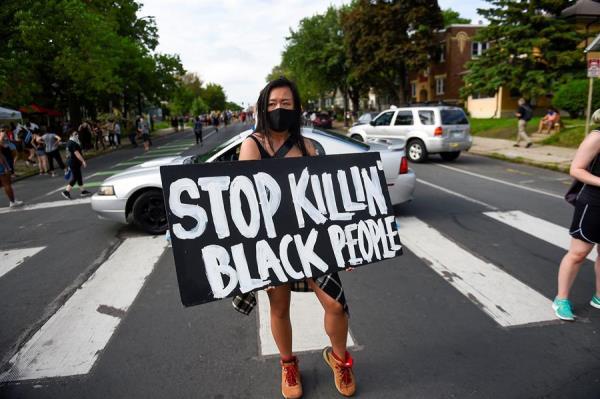 Miles de personas protestan por la defunción de un afroamericano a manos de policías en EE.UU. – N Dactilar
