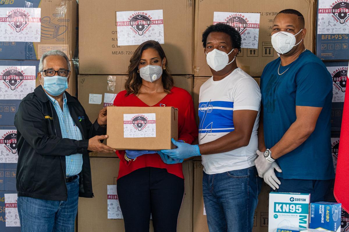 Peloteros donan alimentos en 37 comunidades por COVID-19; prometen insumos de asidero – N Dactiloscópico
