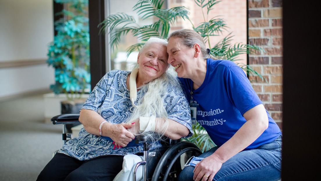 Dos hermanas se reencuentran 53 años después gracias al coronavirus