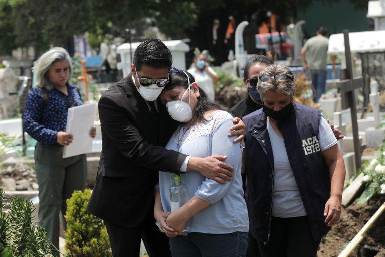 México superó en agosto la barrera de 50,000 muertos por coronavirus en el país (Foto: Henry Romero/ Reuters)