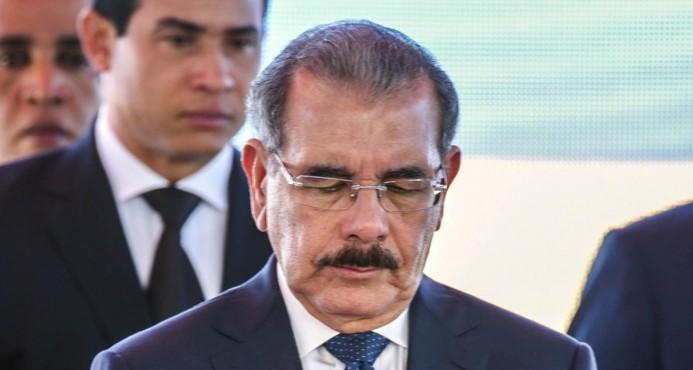 Danilo Medina cabizbajo