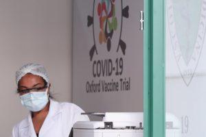 La vacuna de Oxford fue considerada la clara pionera en la carrera mundial (REUTERS)