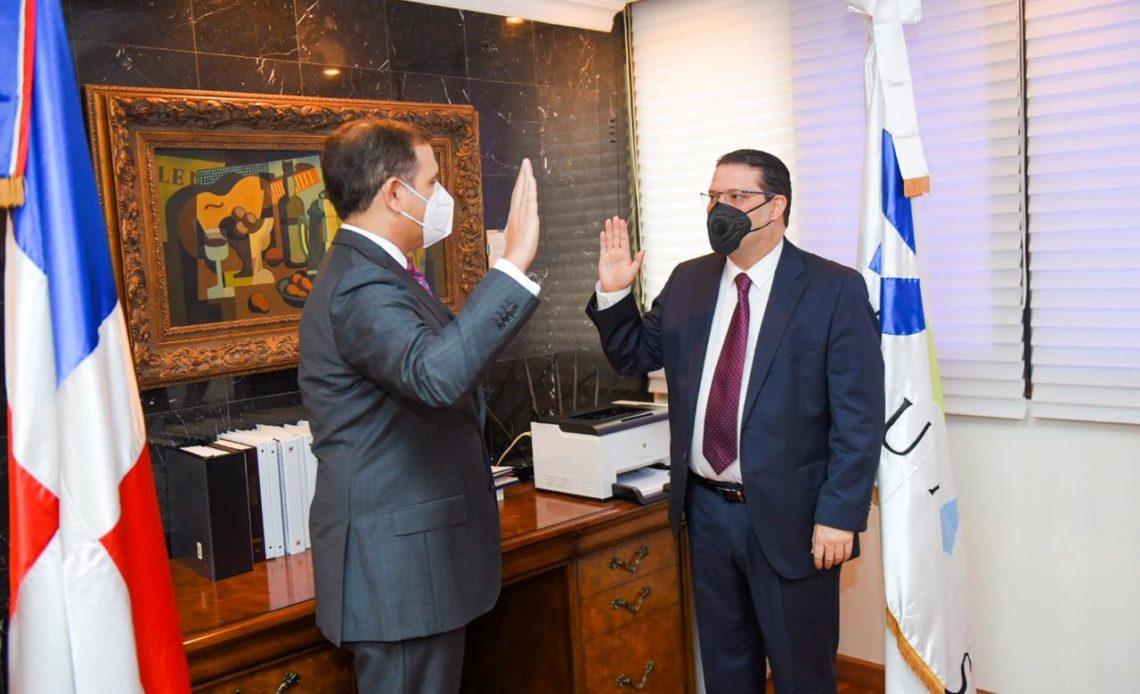 Eduardo Yayo Sanz Lovatón toma posesión en Adunas
