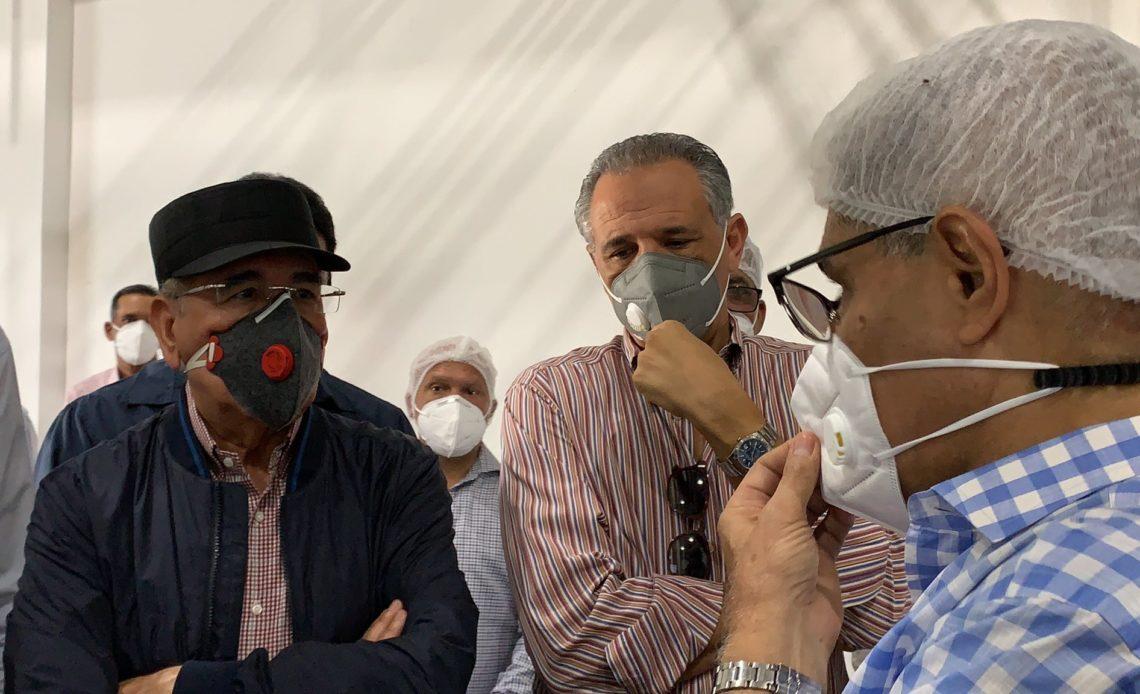 el presidente Danilo Medina junto a José Ramón Peralta, ministro Administrativo de la Presidencia. Fotos presidencia de la República.