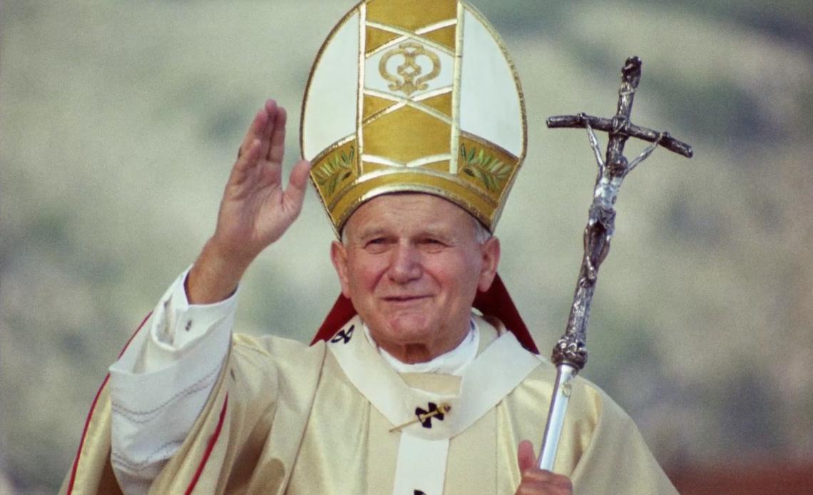 Roban reliquia de Juan Pablo II en una iglesia de Italia