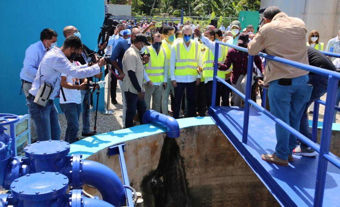 Abinader inaugura planta de tratamiento de aguas residuales.