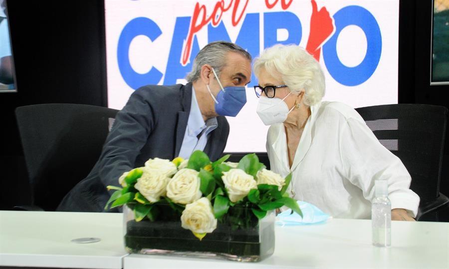 Luis Abinader y Milagros Ortiz Bosch.