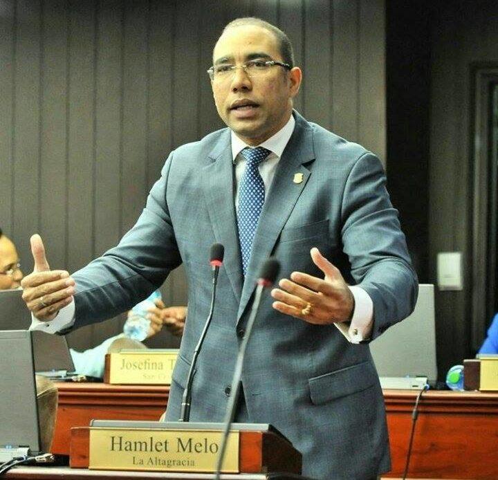 Hamlet Melo renuncia del PLD