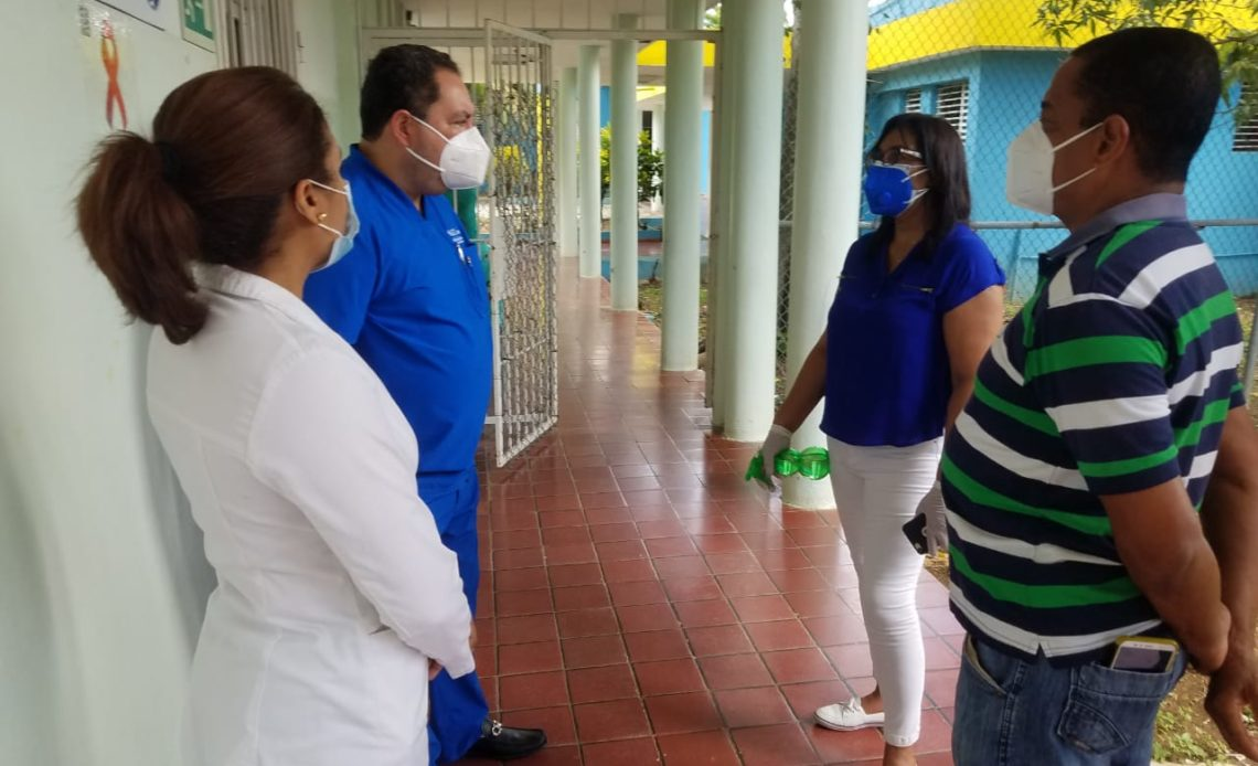 Mario Lama, director del SNS visita hospital Santo Socorro