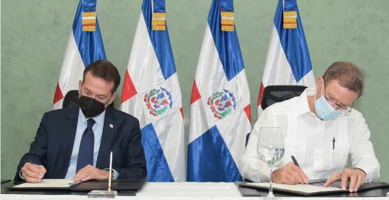Ministros de Industria y Relaciones Exteriores