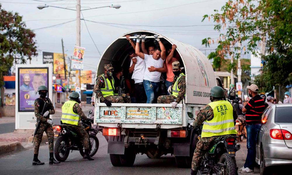 868 fueron detenidos por violar toque de queda y 277 instruidos a usar mascarilla