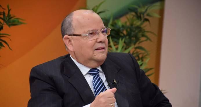 Carlos Segura Foster.