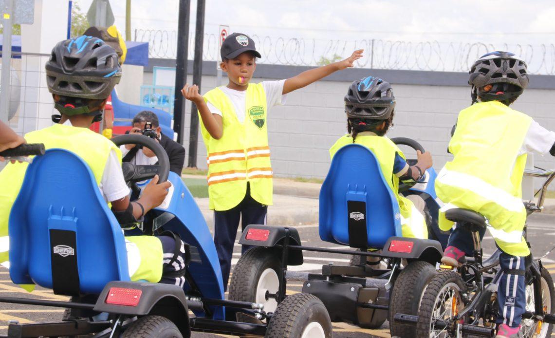 Intrant capacita niños en Ciudad Juan Bosch