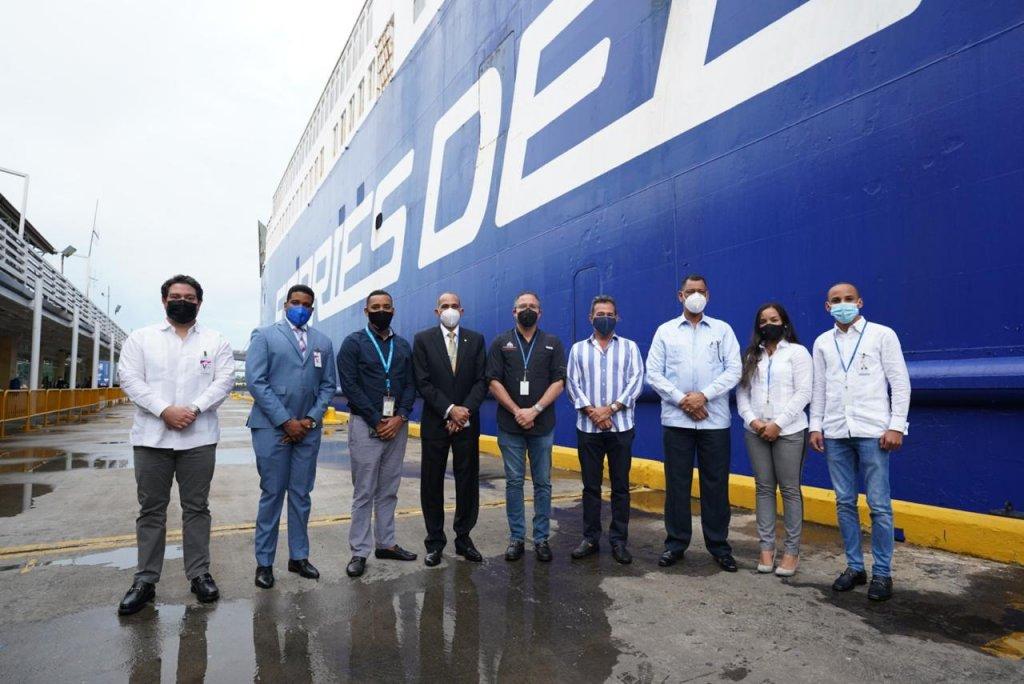 Recorrido de funcionarios de la Autoridad Portuaria por ferries