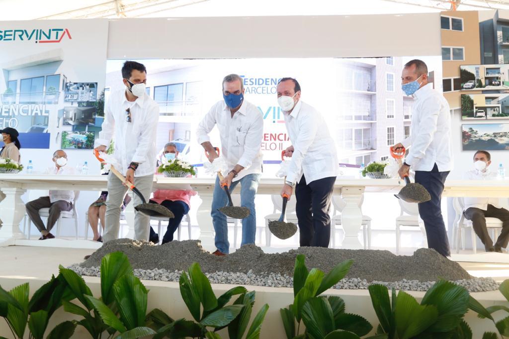 Abinader en inauguración en Baní