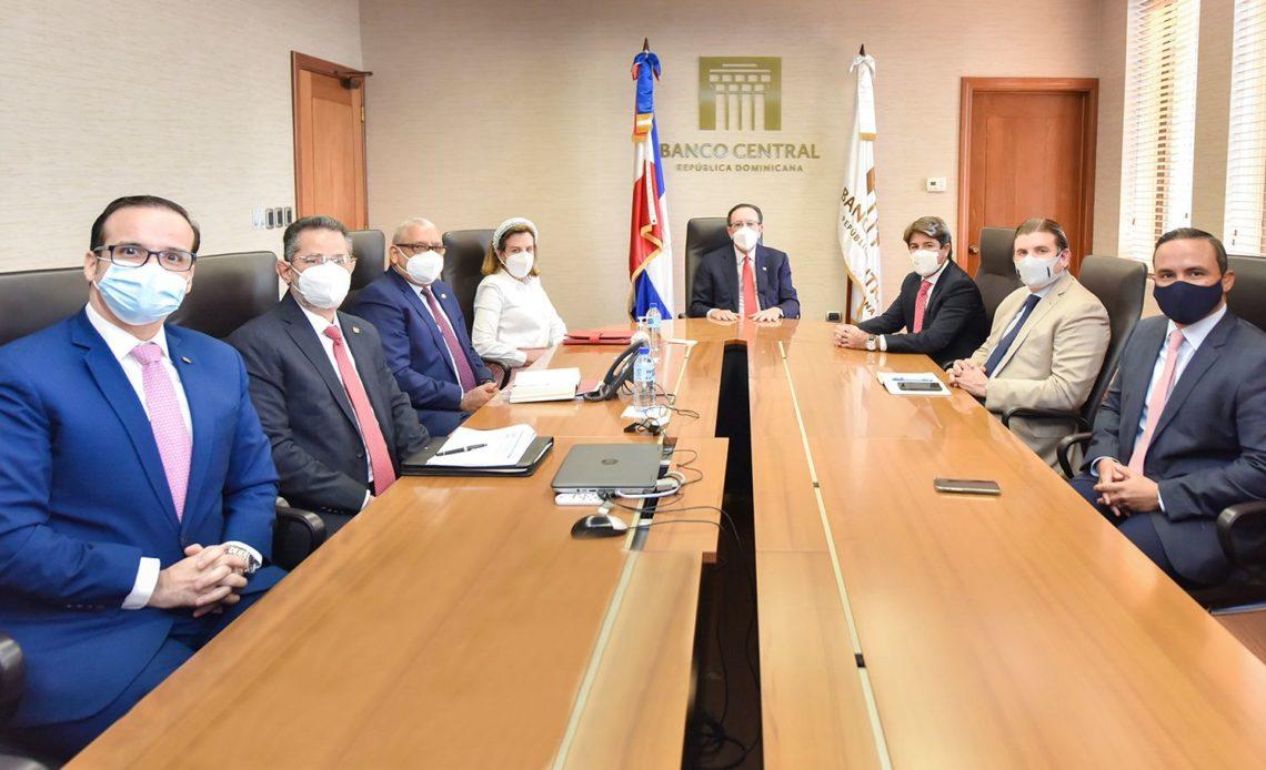 Banco Central. y Asonahores.