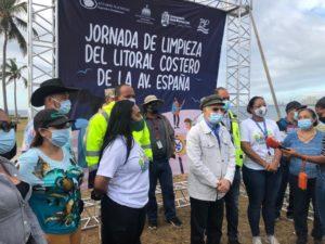 Alcalde Manuel Jimenez y voluntarios previo a inicio de jornada.