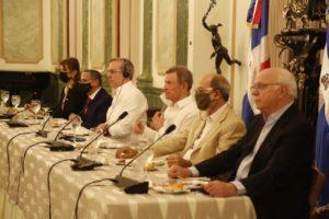 También estuvieron presentes el canciller Roberto Alvarez; el embajador dominicano en Haití Faruk Miguel y Jose Singer, asesor especial del presidente Abinader.