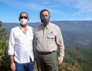 Ministro de Obras Públicas, Deligne Ascención y ministro de Medioambiente, Orlando Jorge Mera.