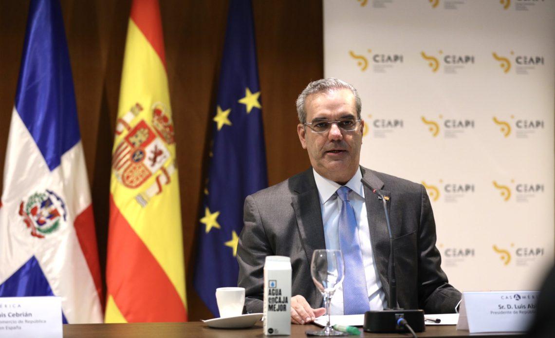 Abinader en España hablando sobre el aborto
