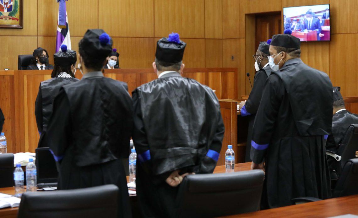 El procurador adjunto Wilson Camacho junto a otros representantes del Ministerio Público en el juicio de fondo del Caso Odebrecht