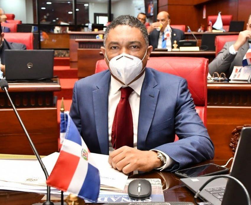 Senador Ivan Lorenzo.