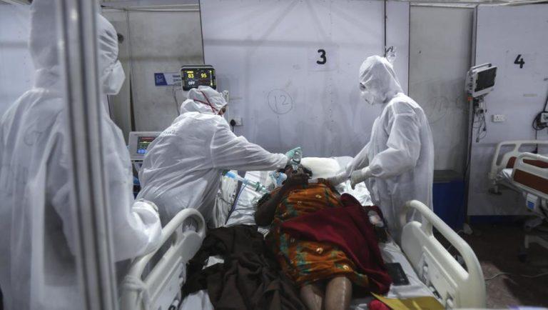 La India reporta casi 9,000 casos del 'hongo negro' poscovid mortal