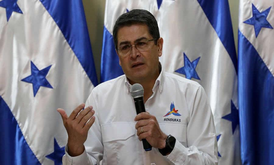 Juan Orlando Hernandez, El Salvador