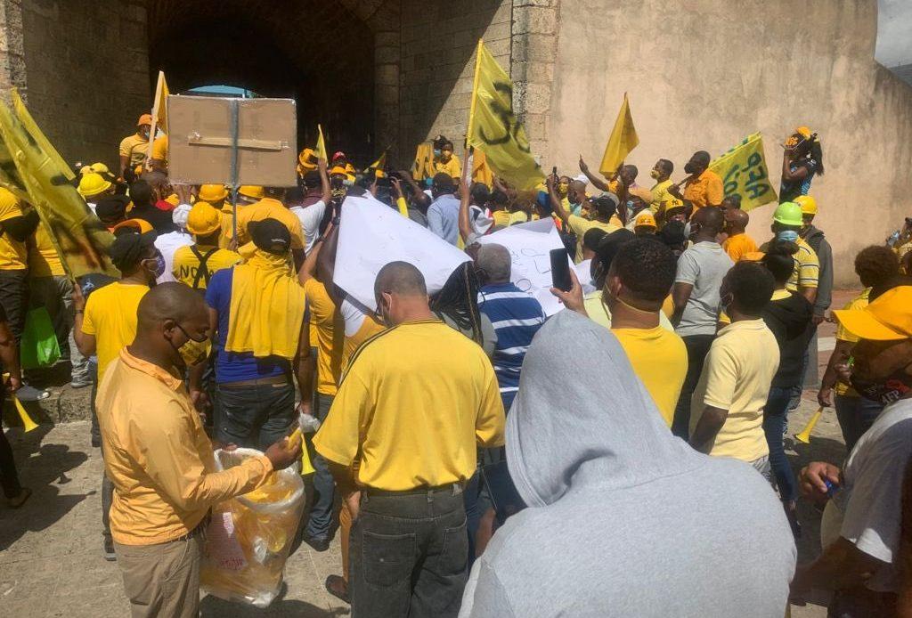 VIDEO: Trabajadores junto a Botello marchan en reclamo del 30% de las AFP