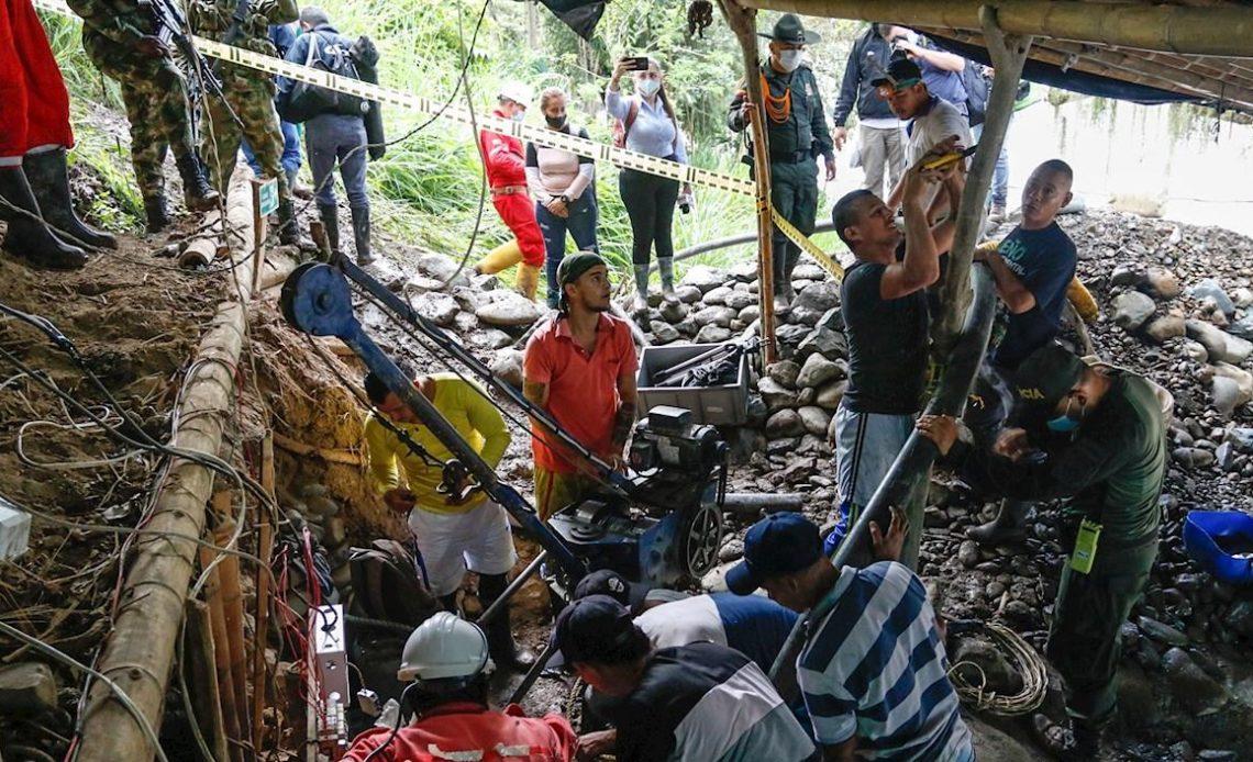 Brigadas buscan a 11 mineros tras explosión en mina de carbón en Colombia