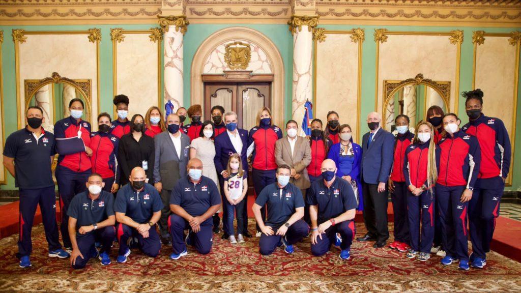 Presidente Abinader recibe a las Reinas del Caribe en el Palacio Nacional