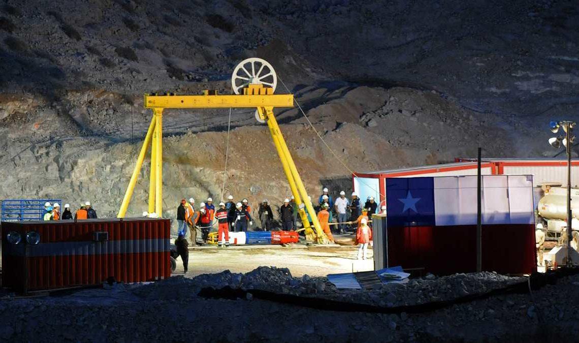 Justicia chilena aprueba indemnización de 55.000 dólares a 31 de los 33 mineros de Atacama