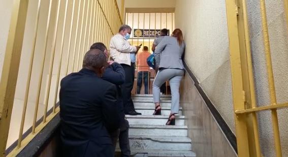 Abogados de implicados en fraude de la Lotería guardan silencio mientras esperan coerción