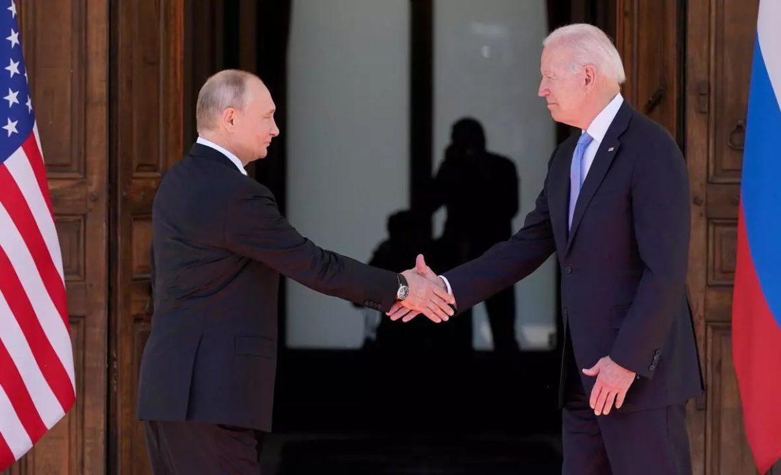 Vladimir Putin y el presidente estadounidense Joe Biden
