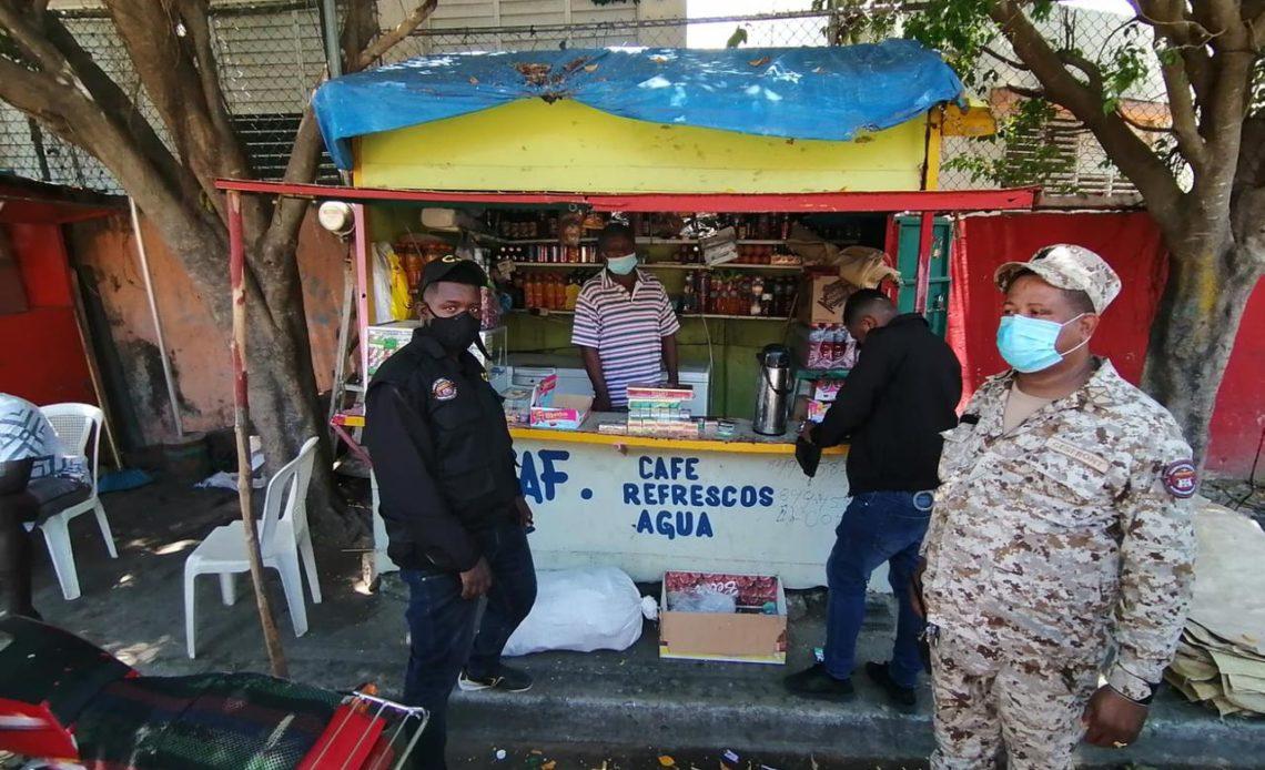 Autoridades decomisan bebidas alcohólicas y cigarrillos de contrabando en Dajabón