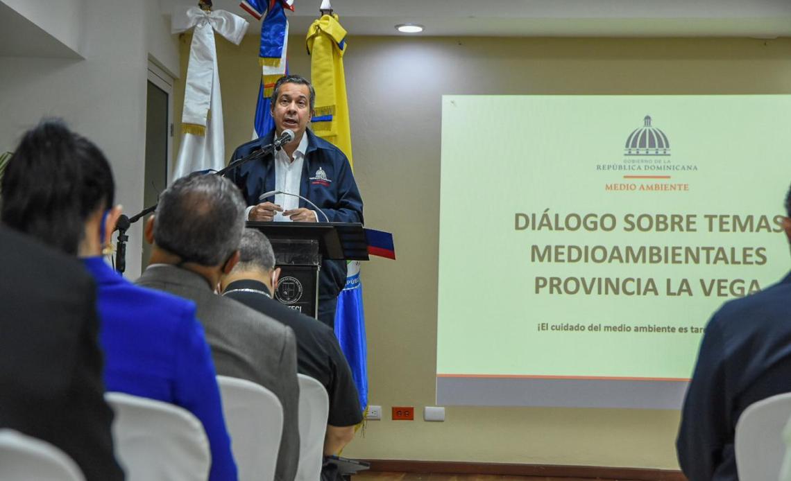 Jorge Mera se reúne con sectores sociales de La Vega para tratar problemas ambientales
