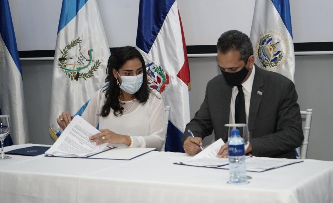 Firma convenido ITLA y PARLACEN