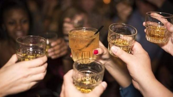 mujeres-bebidas