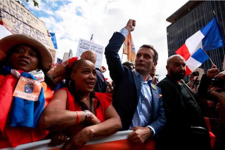 Nuevos enfrentamientos entre la policía y manifestantes que protestaban contra el pase sanitario en Francia