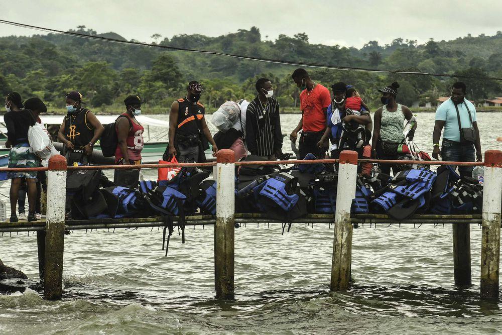 """Colombia propone """"diálogo"""" con Panamá para aliviar crisis migratoria en frontera"""
